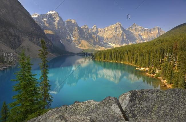Moraine Lake, Wenkchemna Range Mountains, Valley of the Ten Peaks, Banff National Park, Canadian Rocky Mountains, Alberta, Canada, North America