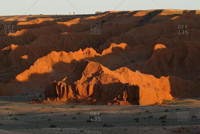 Last evening light on the Flaming Cliffs, Gobi Desert, Bayanzag, Gurvan Saikhan National Conservation Park, Oemnoegov Aimag, Mongolia, Asia