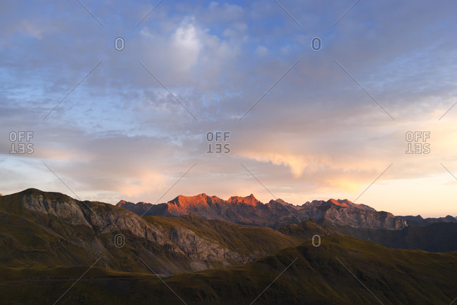 Vignemale massif with Glaciar de Ossue glacier and Mt Pique-Longue, 3298m, border ridge between the Spanish province Huesca in the northern Aragon region and the French department of Hautes-Pyrenees, France, Europe, PublicGround, Europe