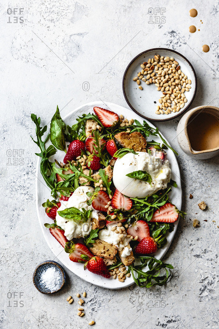 Strawberry burrata Panzanella salad - Offset
