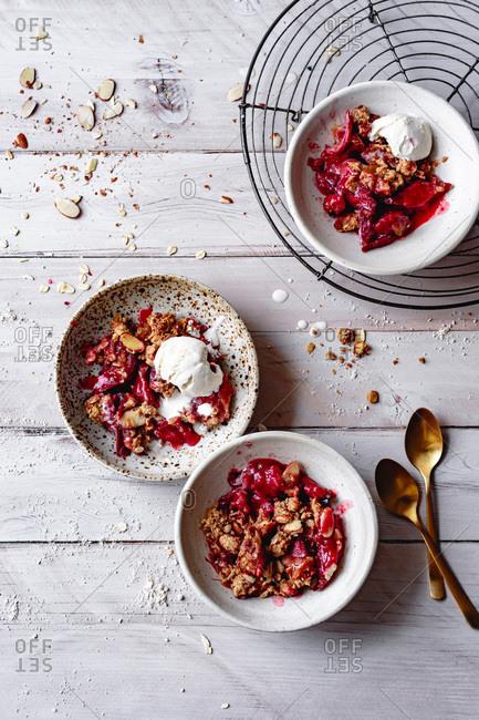 Rhubarb crisp with ice cream in bowls.