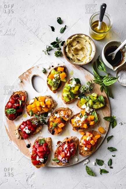 Heirloom tomato bruschetta on a wooden platter.