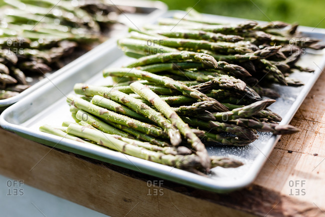 Asparagus seasoned on a tin pan