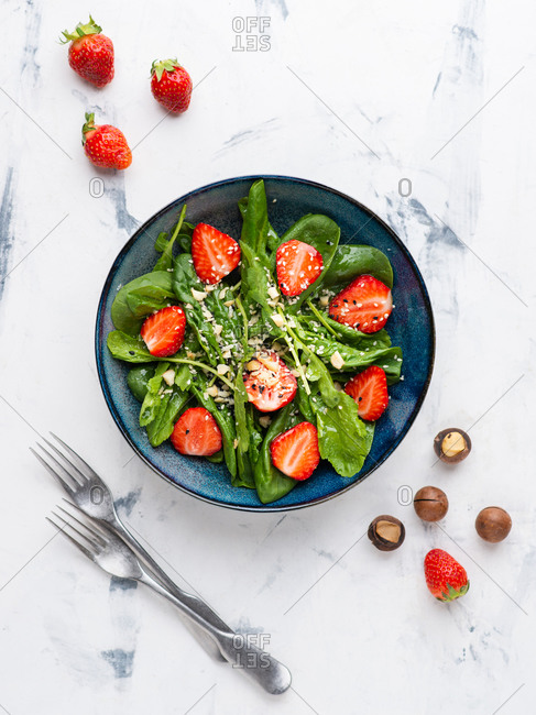 Strawberry salad with spinach, nuts, sesame seeds and green leaf cress salad