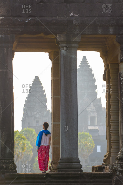 A tourist gazing out at Angkor archaeological complex, UNESCO World Heritage Site, Siem Reap, Cambodia, Indochina, Southeast Asia, Asia