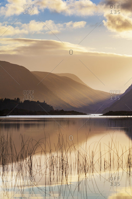 Ireland, Co. Donegal, Glenveagh National Park, Reflection in Lough Veagh