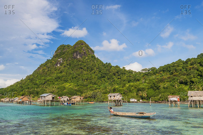 Stilt houses of the Bajau laut sea gypsies, Bodgaya Island, Tun Sakaran Marine Park, Semporna, Sabah, Borneo, Malaysia