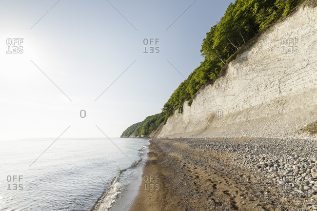 Landscape with beach and chalk cliffs, Jasmund National Park, Sassnitz, Rugen, Mecklenburg-Vorpommern, Germany