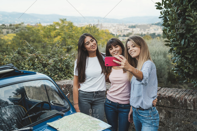 Friends taking selfie in countryside, Florence, Toscana, Italy