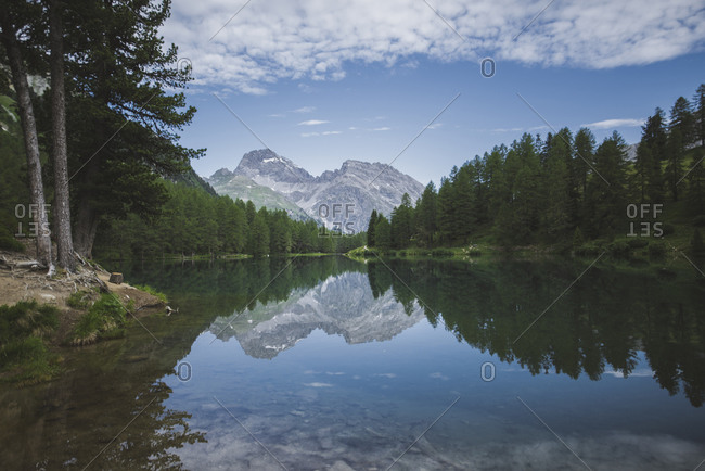 Switzerland, Bravuogn, Palpuognasee, Scenic view of Palpuognasee lake in Swiss Alps