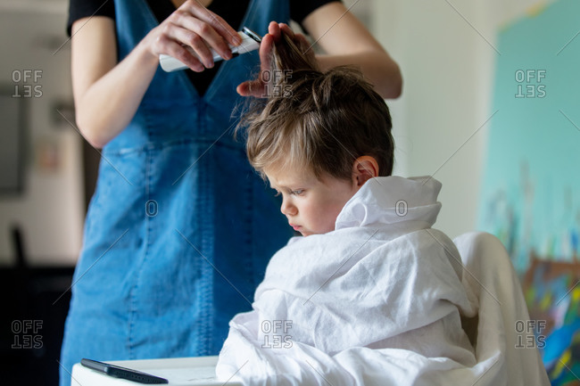 Mom cuts off her son's hair at home during self-isolation and pandemic