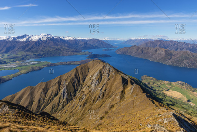 New Zealand- Otago- Scenic view of Lake Wanaka and surrounding mountains