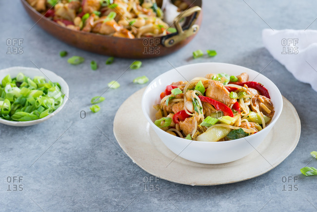 Chicken stir fry with bell peppers, bean sprouts and bok choy in a bowl