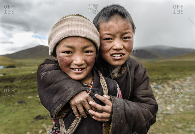 Early traces of rough skin on the face of nomadic Tibetan children, Kham Province, Tibetan Plateau