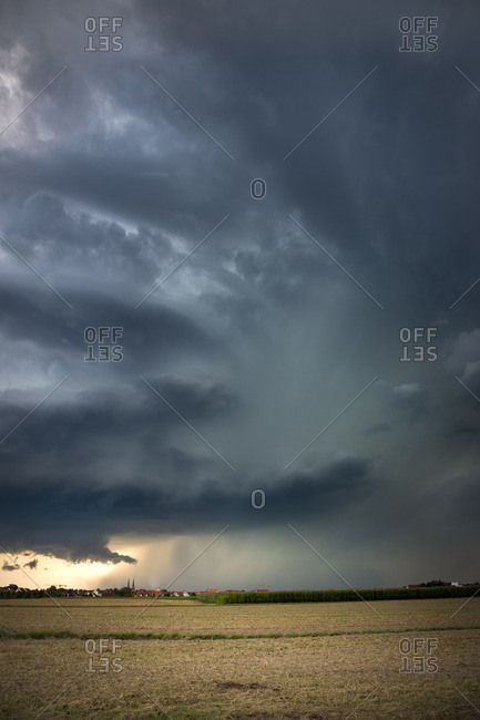 Dynamic inflow with short Bieberschwanz and Wallcloud at super cell near Heilsbronn, Bavaria, Germany