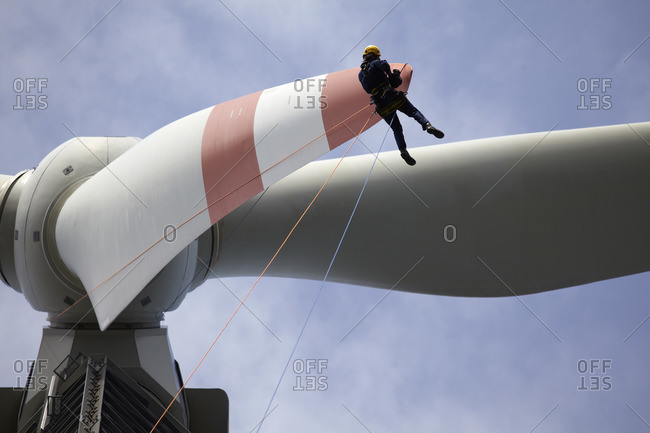 Assembly worker during the inspection of a wind turbine, rotor test