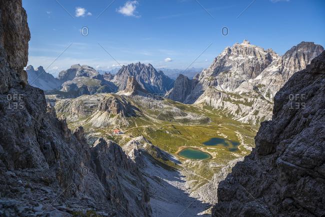 Via ferrata Paternkofel, view of Toblinger knot, Drei Zinnen hut, Lago dei Piani, nature park Drei Zinnen, Dolomites, South Tyrol, Italy