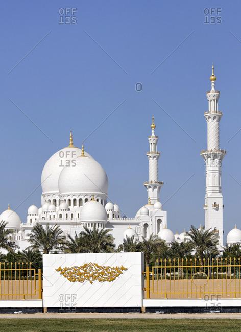 November 30, 2010: Sheikh Zayed Mosque, Abu Dhabi, United Arab Emirates