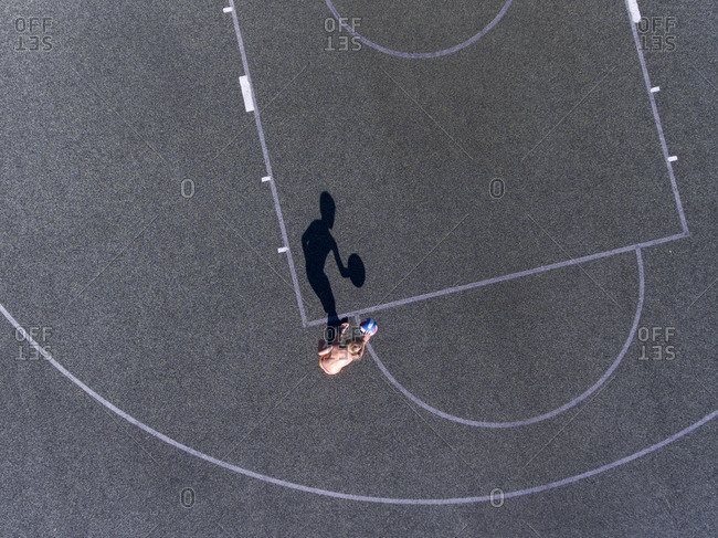 Kid playing basketball on the outdoor court