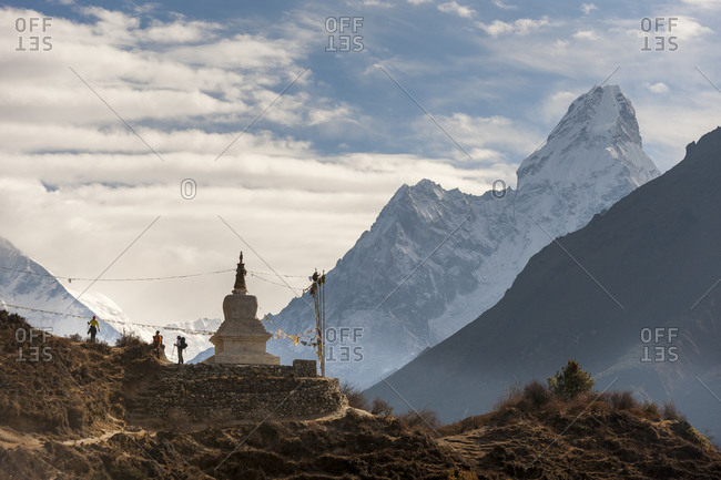 The Tenzing Norgay memorial chorten on the trail of the Everest Base camp trek
