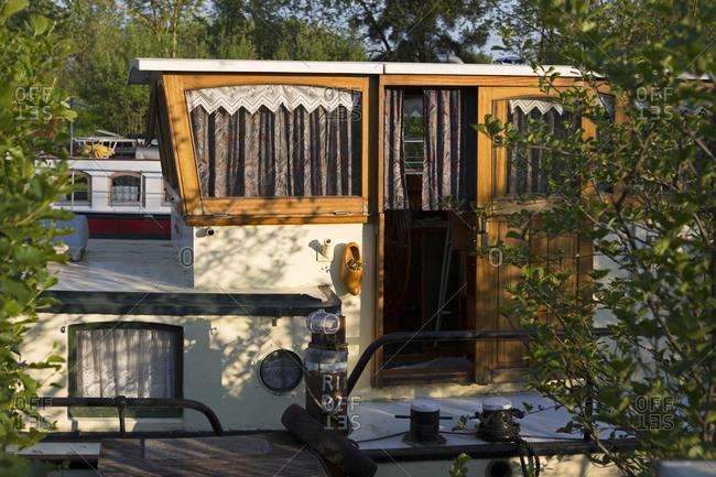 Houseboat, Canal de Bourgogne, Saint-Jean-de-Losne, Burgundy, France