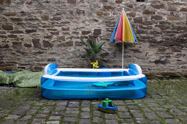 Paddling pool in front of a wall