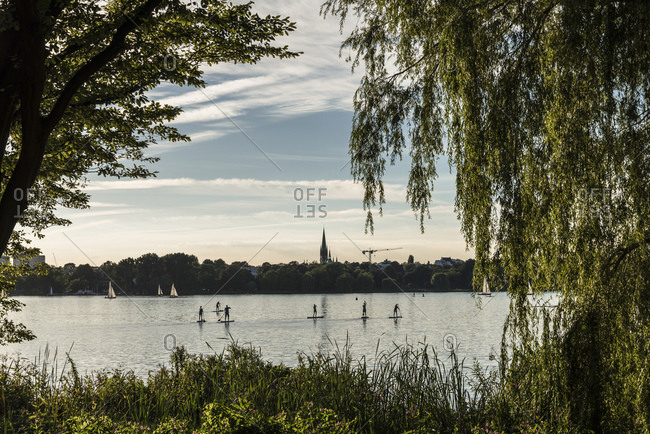 Trend sport, stand up paddling, Aussenalster, Hamburg, Germany
