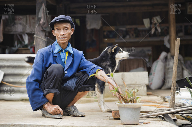June 11, 2011: Bulang ethnic minority farmers, Xishuangbanna, Yunnan, China
