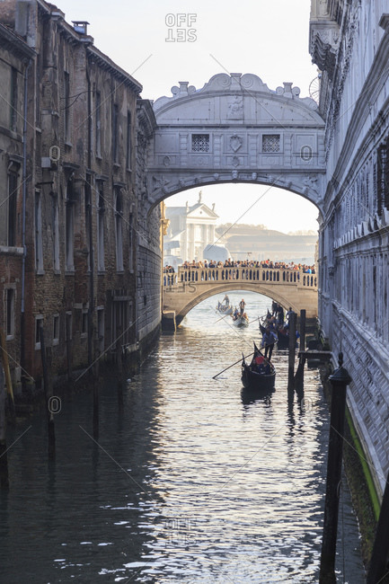 November 8, 2015: The Bridge of Sighs connects the Doge's Palace and the Prigioni nuove in Venice, Italy