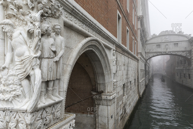 November 9, 2015: The Bridge of Sighs connects the Doge's Palace and the Prigioni nuove in Venice, Italy