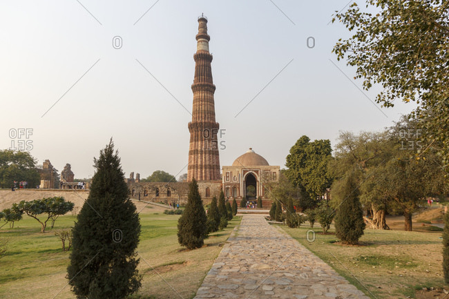Victory column Qutub Minar and Qutub complex, Delhi, India <Victory Column Qutb Minar and Qutb Complex, Delhi, India