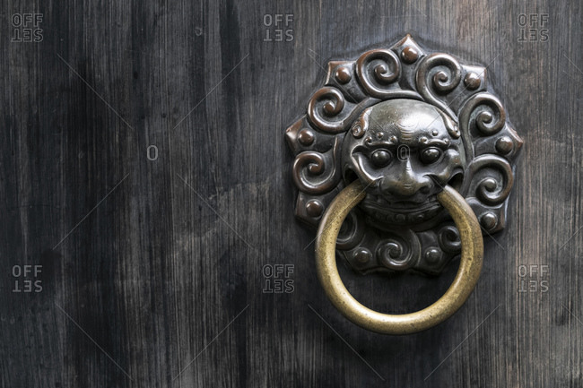 Door knocker, Yu Garden, Shanghai, China, Asia
