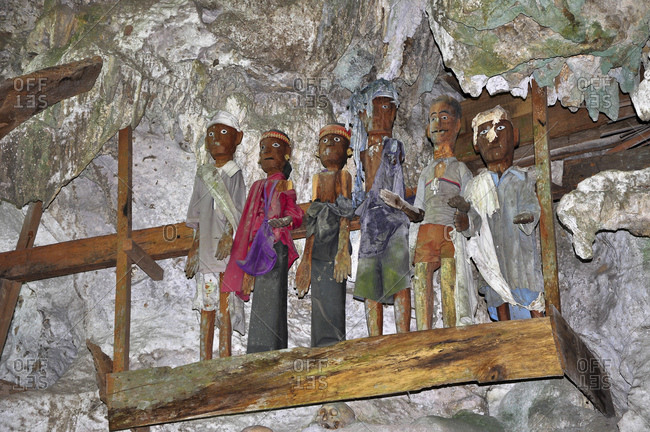 Carved Tau Tau ancestor figures from the Toraja people in cave tomb, image of the deceased, Londa, Rantepao, Toraja highlands, Tana Toraja, Sulawesi, Indonesia, Southeast Asia