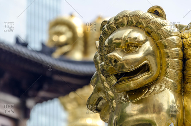 Golden lion heads, Jing'an Temple, Shanghai, China, Asia