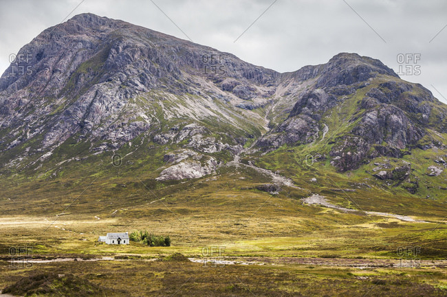 Laganbarbh Cottage in front of the Buachaille Etive Mor massif, Highlands, Scotland