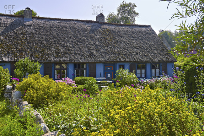 Thatched roof house (Blaues Haus) in Warthe in Lieper Winkel, Usedom, Mecklenburg-West Pomerania, Germany