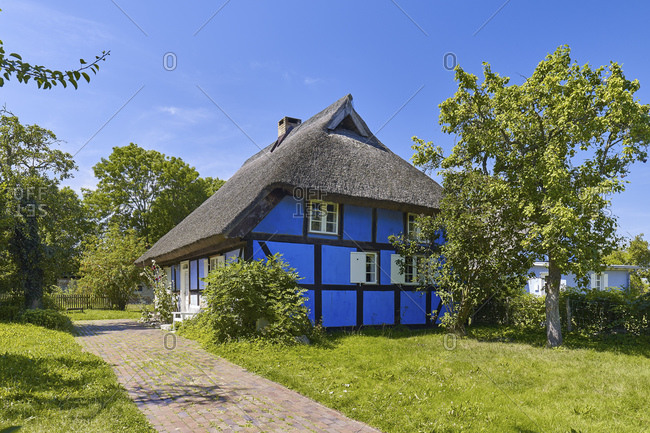Thatched cottage in Warthe, Lieper Winkel, Usedom Island, Mecklenburg Western Pomerania, Germany