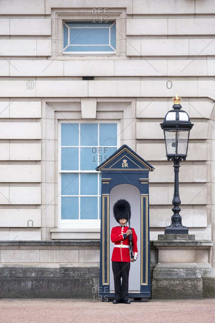 April 16, 2020: A royal guard outside Buckingham Palace, official residence of the Queen in Central London, London, England, United Kingdom, Europe