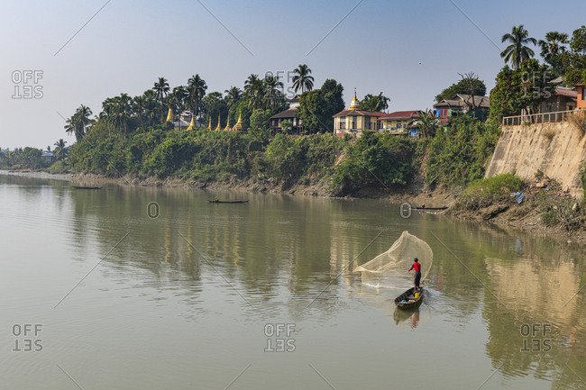 Fisherman on the Ye River, Ye, Mon state, Myanmar (Burma), Asia