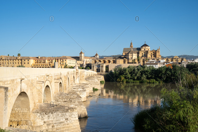 The Roman Bridge (Puente Romano) and The Great Mosque of Cordoba on a sunny day, UNESCO World Heritage Site, Cordoba, Andalusia, Spain, Europe
