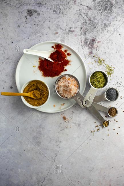 Curry powder- paprika- pink salt- rosemary- poppy seeds- flax seeds- coriander seeds