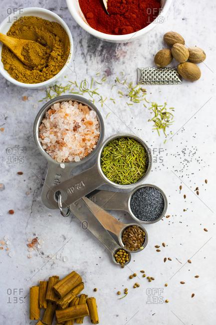 Pink salt- rosemary- poppy seeds- flax seeds- coriander seeds- cinnamon- nutmeg- curry powder- paprika