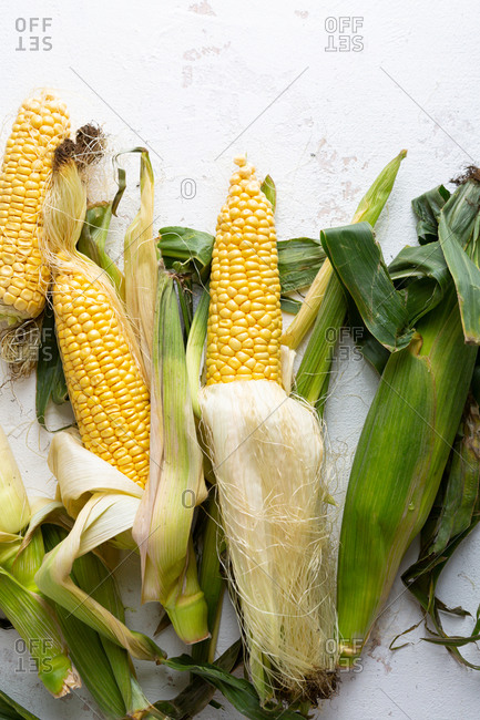 Overhead view of corn on the cob on light surface
