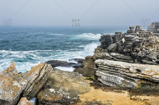 Europe, Portugal, Centro Region, Peniche Peninsula, Miradouro de Remedios, rock formations on the rocky coast