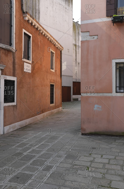 Backyards and alleyways of Venice