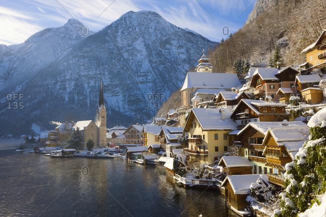 Austria, Salzkammergut, Gmunden, Hallstat, View of the town in Winter