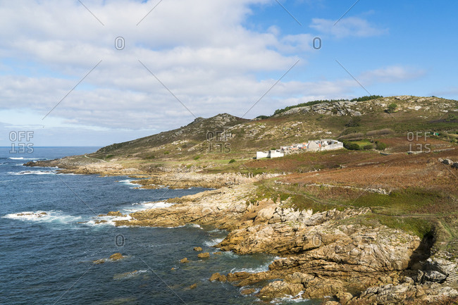 Spain, north coast, Galicia, Costa da Morte, Praia dos Cristais, Cementerio de Laxe, rocky coast, hiking trail