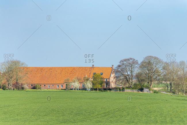 Germany, Lower Saxony, East Frisia, Emden, Gulfhof in the Logumer Vorwerk district.
