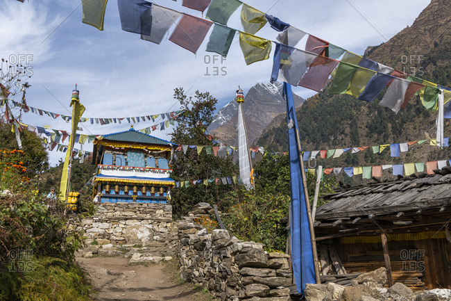 Stuba and prayer flags at Lho on the way to Samagon