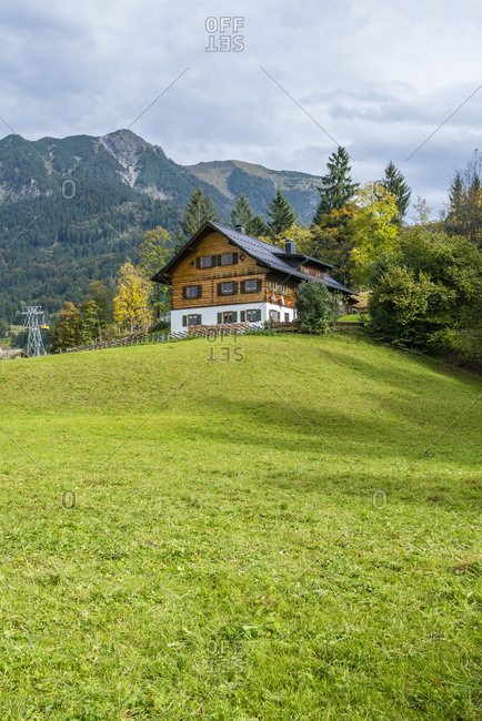 Cabin in Oberstdorf im Allgau, view from Haldenweg towards Nebelhorn